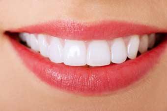 Anerkannte Zahnklinik Zahnarzt im Ausland Polen Stettin bietet preiswerte kostengünstige Zahnersatz Zahnimplantate Zahnkronen Zahnbrücken Zahnprothesen an. Kosten & Preise, 20 Jahre Erfahrungen, marktführende Zahnimplantate & Kronen